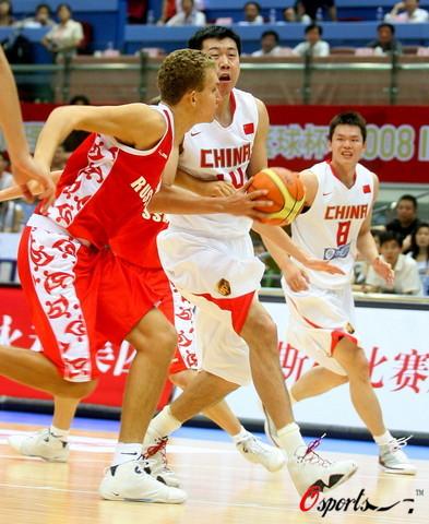 图文-[斯杯]中国男篮VS俄罗斯下快攻大郅得心应手