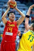 图文-[钻石杯]中国55-67澳大利亚 大郅投篮吃力