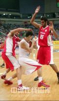 图文-[钻石杯]中国男篮VS伊朗 姚明遭遇包夹