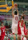 图文-[钻石杯]中国男篮VS伊朗 姚明轻松扣篮