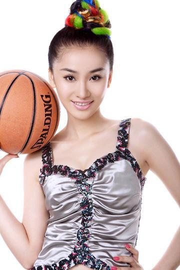图文-性感女星朱子岩篮球写真篮球才是她的最爱
