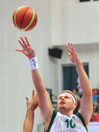 图文-[斯杯]斯洛文尼亚107-74伊朗祖潘投篮