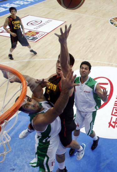 图文-[斯杯]中国男篮VS伊朗丁锦辉如此卖力