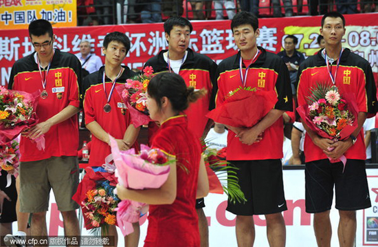 图文-[斯杯]赛后颁奖礼球员们神情各异