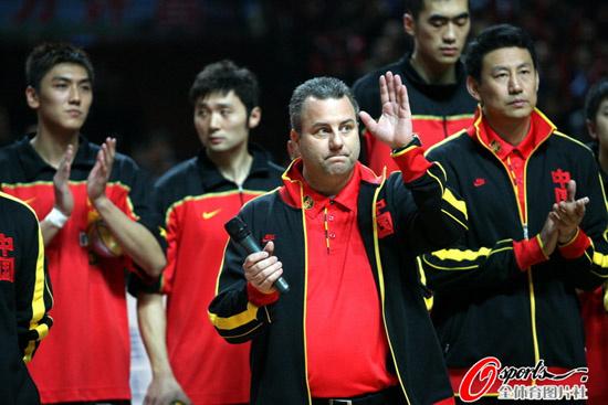 图文-[热身赛]中国男篮VS美国明星老邓代表道歉