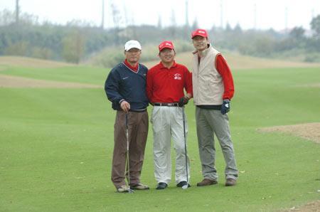 首届中国电子高尔夫邀请赛暨行业邀请赛圆满落市场爆的飞镖机图片