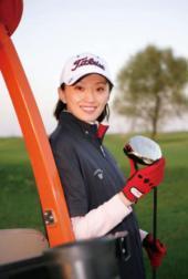 美女痴迷高尔夫运动