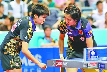 李晓霞(右):我们得加把劲了。
