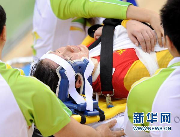 场地自行车女子记分赛刘馨夺冠汤科蓉撞车受伤