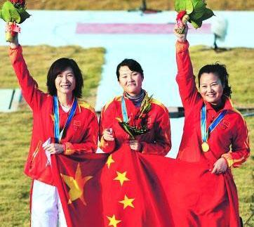 中国神枪手张山与队友。