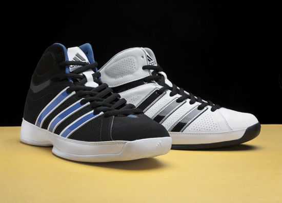 在篮球鞋的设计领域,设计师们一直致力于将现代工业设计跟运动性能