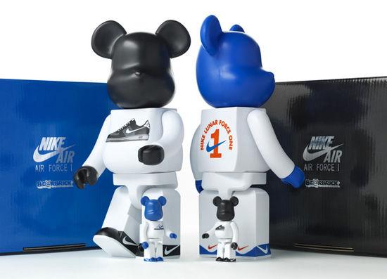 Nike x BE@RBRICK Lunar Force 1的公仔玩具