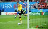 图文-[欧洲杯]奥地利VS克罗地亚马霍从球门捡球