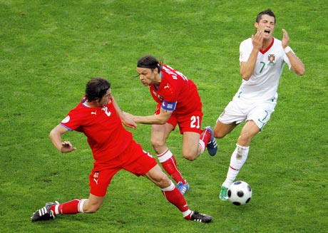 图文-[欧洲杯]捷克VS葡萄牙小小罗遭遇对手暗算