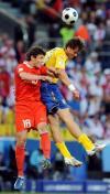 图文-[欧洲杯]俄罗斯VS瑞典双方球员力拼头球