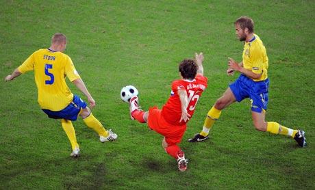 图文-[欧洲杯]俄罗斯VS瑞典阿尔沙文抢点瞬间