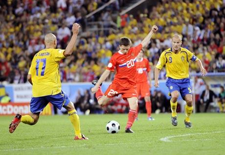 图文-[欧洲杯]俄罗斯VS瑞典塞梅肖夫抬脚就射