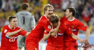 图文-[欧洲杯]俄罗斯2-0瑞典两位进球功臣相拥