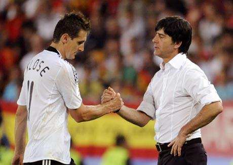 图文-[欧洲杯]德国0-1西班牙克洛斯下场与勒夫握手