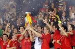 图文-西班牙队夺得欧洲杯冠军大家都来触摸一下