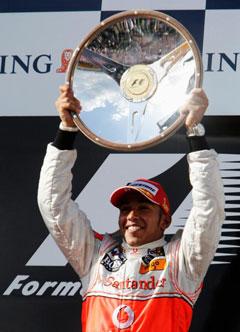 F1新季揭幕站仅七车完赛汉密尔顿夺冠法拉利零分
