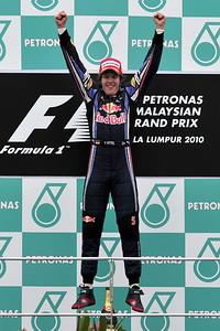 F1马来西亚站红牛揽冠亚罗斯博格登台舒马赫退赛