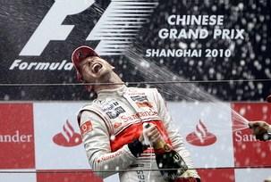 F1中国站雨中混战巴顿夺冠汉密尔顿亚军舒米第10