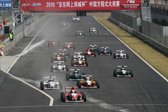 中国方程式大奖赛广东站落幕上海车手崔岳获双冠