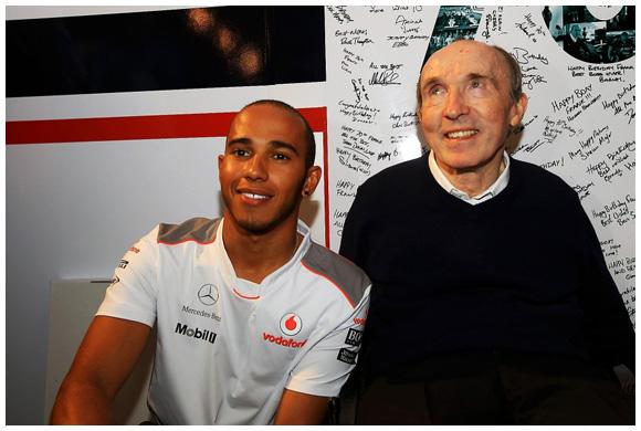 汉密尔顿赛后祝贺弗兰克-威廉姆斯70大寿。