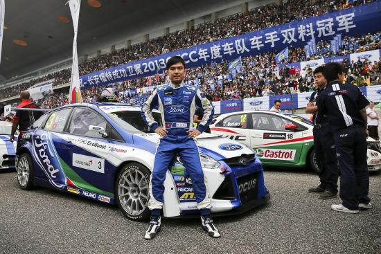 甄卓伟和他的长安福特福克斯赛车