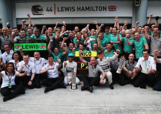 梅赛德斯自1955年以来首次收获F1分站赛1-2名