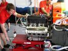 图文-A1GP马来西亚站问题引擎被拆下