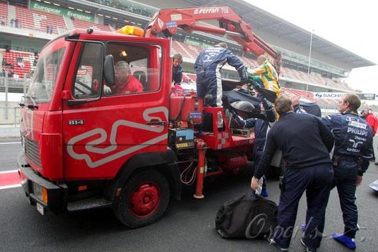 图文-F1巴塞罗那试车(2月1日)中岛一贵撞烂FW30