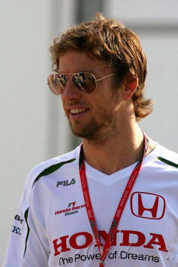 图文-F1马来西亚站第3次练习赛本田车队帅哥巴顿