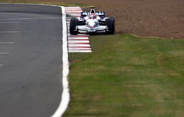 图文-F1英国站排位赛宝马-索伯车队库比卡