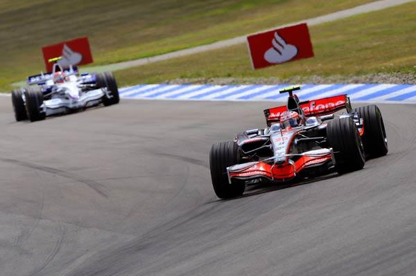 图文-F1德国大奖赛正式比赛库比卡猛追科瓦莱宁