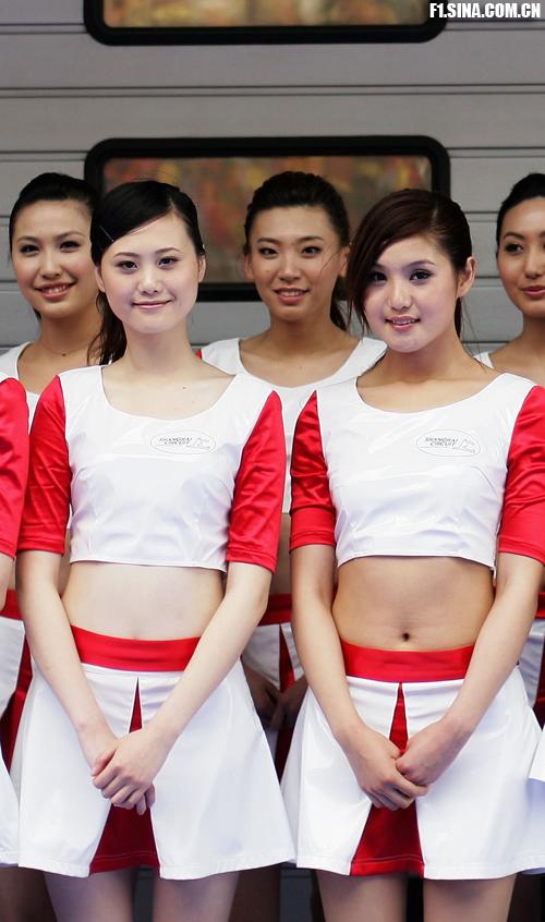 图文-f1中国站赛车宝贝 您觉得她俩谁更可爱?