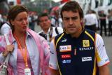 图文-F1西班牙站正赛前扫描阿隆索主场踌躇满志