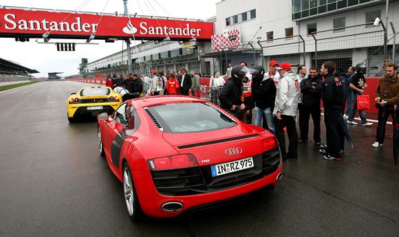 图文-F1车手出任出租司机这辆R8中的是波尔戴