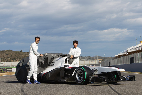 图文-索伯F1车队发布新车C29罗萨小林携手揭幕