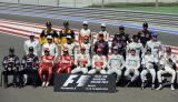 24位参赛车手拍摄全家福