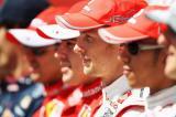 四位世界冠军坐成一排