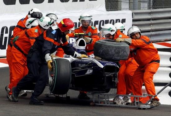 图文-F1摩纳哥站正赛霍肯伯格撞车