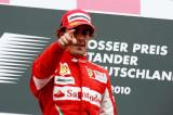 阿隆索指着车队感谢