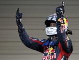 高举双手庆祝冠军