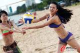 打起沙滩排球