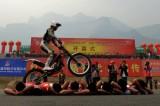 摩托车飞跃特技表演