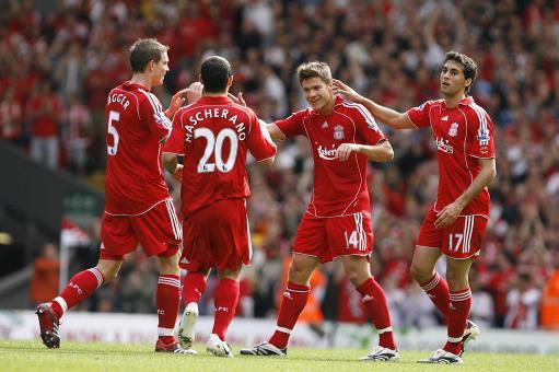 利物浦支柱沦落险与贝尼特斯翻脸红军是否该留这两人