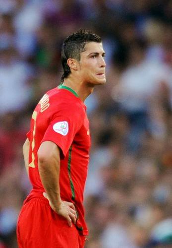 C罗失意欧洲杯仍无人能撼六巨星围攻难夺其08金球奖