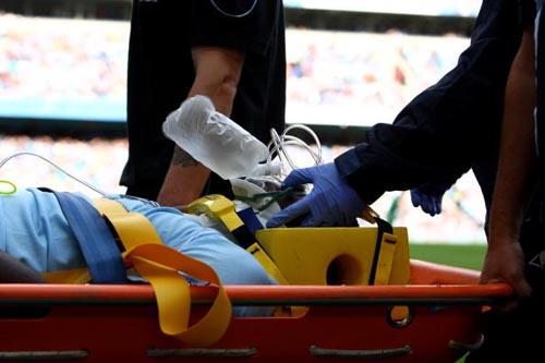 英超赛场惊现乌龙事件前切尔西铁卫将队友撞晕8分钟